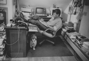 Stephen-King-working-at-desk